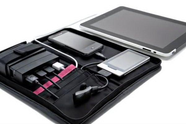 AviiQ02 AviiQ Portable Charging Station: Charger Portabel yang Bisa Mengisi Ulang Baterai 4 Gadget Sekaligus aksesoris gadget
