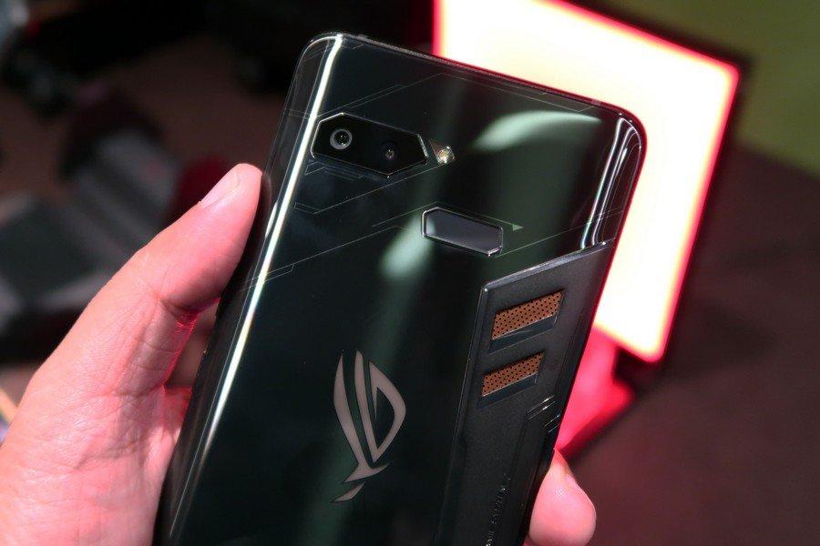 [Hands-On] Kesan Pertama Menggenggam Asus ROG Phone, Ponsel Gaming dengan Sederet Aksesori Keren 16 android, asus, ASUS ROG Phone, gaming
