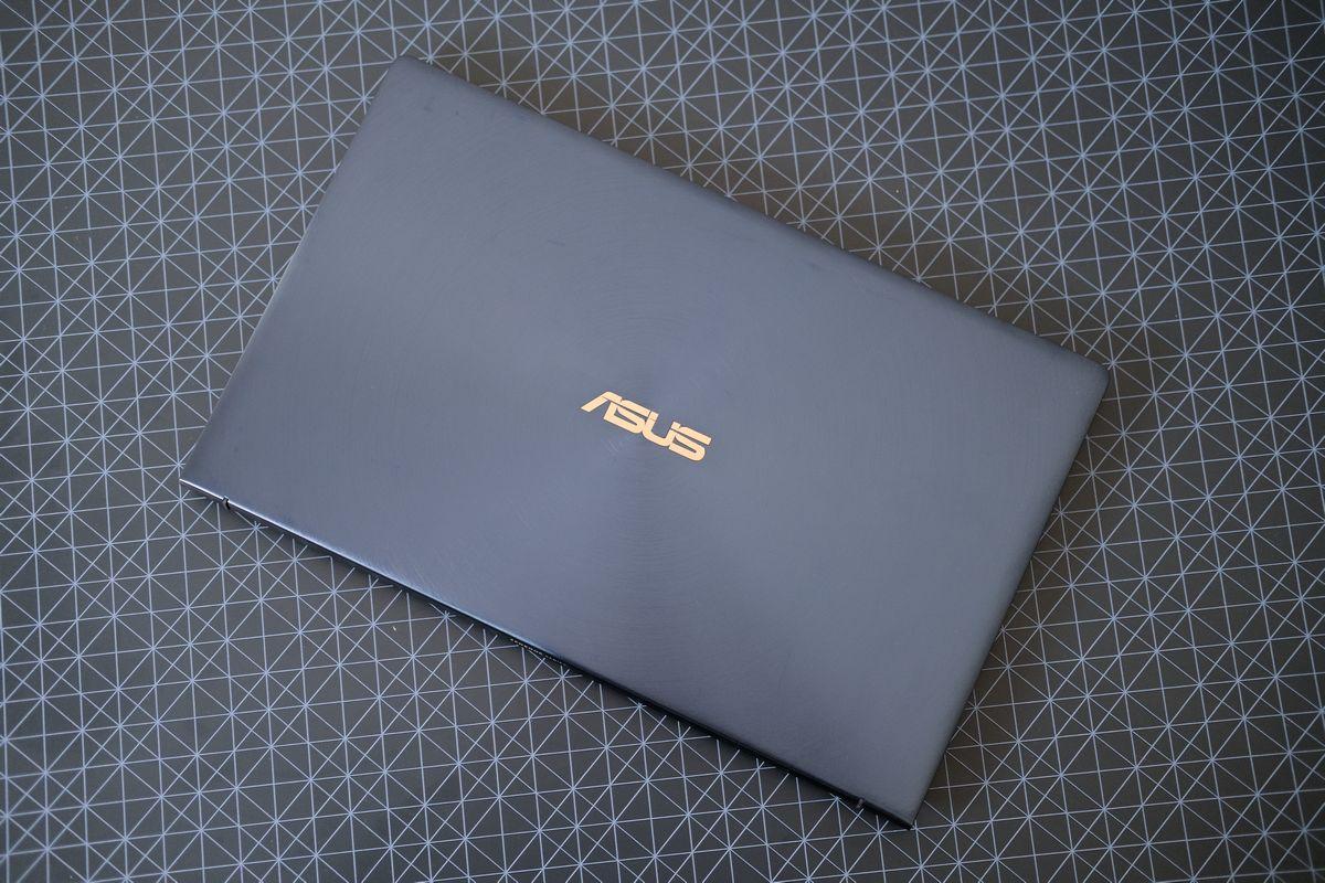 Review ASUS ZenBook 13 (UX334): Laptop Tangguh yang Tipis dan Ringan dengan Dua Layar 3 asus, asus zenbook 13 UX34, harga, spesifikasi