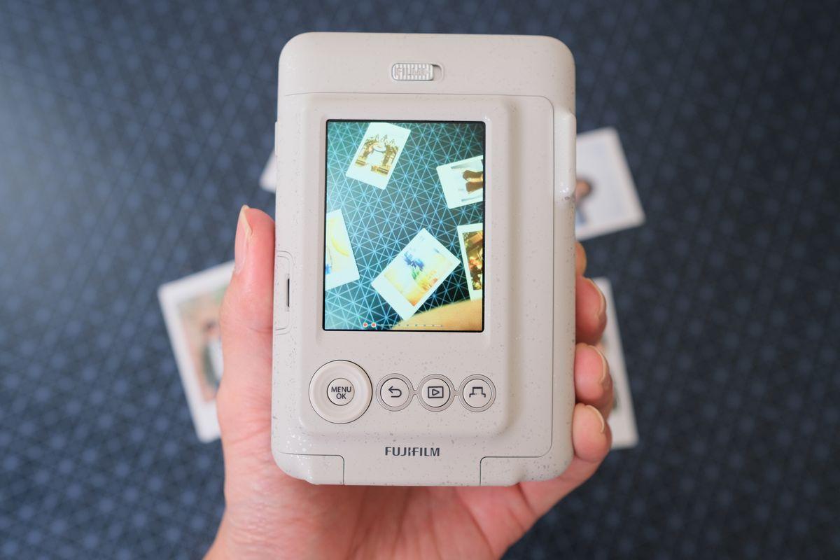 Review Fujifilm Instax Mini LiPlay: Kamera Instan Hibrid yang Bisa Rekam Suara dan Cetak Foto dari Smartphone 17 fujifilm, Fujifilm Instax Mini LiPlay, harga, spesifkasi