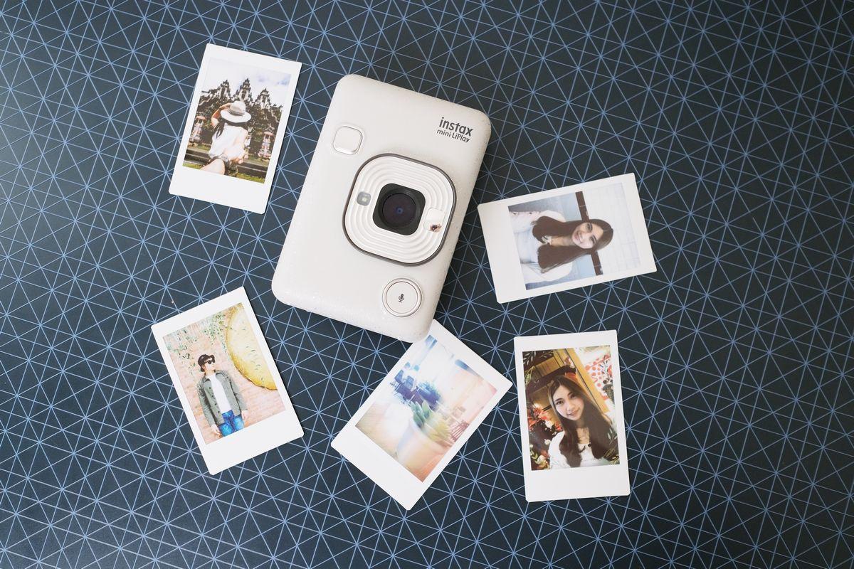 Review Fujifilm Instax Mini LiPlay: Kamera Instan Hibrid yang Bisa Rekam Suara dan Cetak Foto dari Smartphone 21 fujifilm, Fujifilm Instax Mini LiPlay, harga, spesifkasi