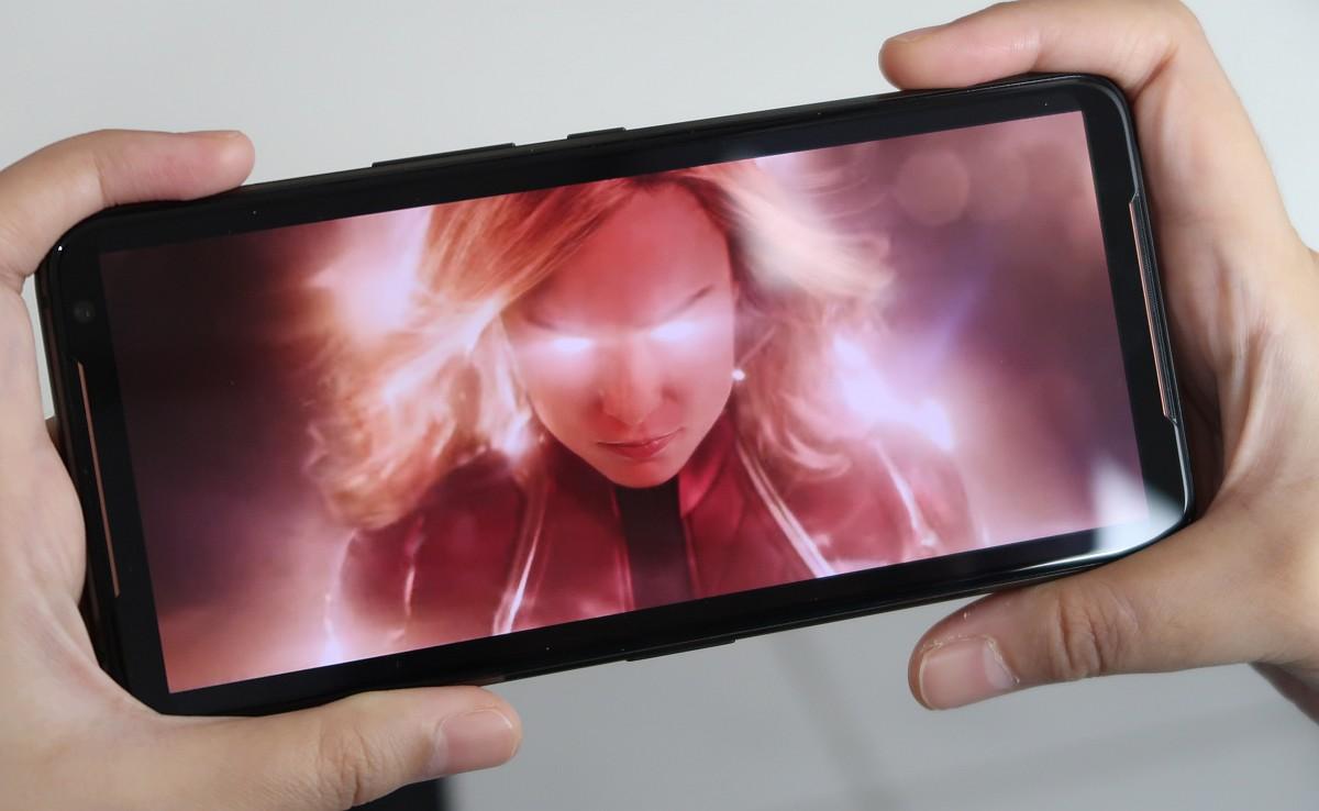 Review Asus ROG Phone II: Smartphone Gaming Terbaik Saat Ini 6 android, asus, Asus ROG Phone II, gaming